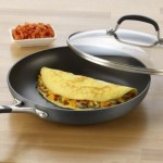 Simply Calphalon Nonstick 10-Inch Covered Omelette Pan Just $25.49!
